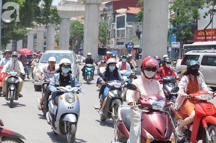 Cảnh báo: Từ giờ đến cuối tuần tia UV tại Hà Nội cao vọt có thể gây bỏng da, kem chống nắng nặng đô chính là sản phẩm quan trọng nhất lúc này - Ảnh 1.