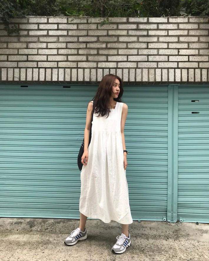 Việc lên đồ ngày nóng chẳng còn là cực hình với 10 gợi ý váy vóc max xinh và mát rười rượi này - Ảnh 1.