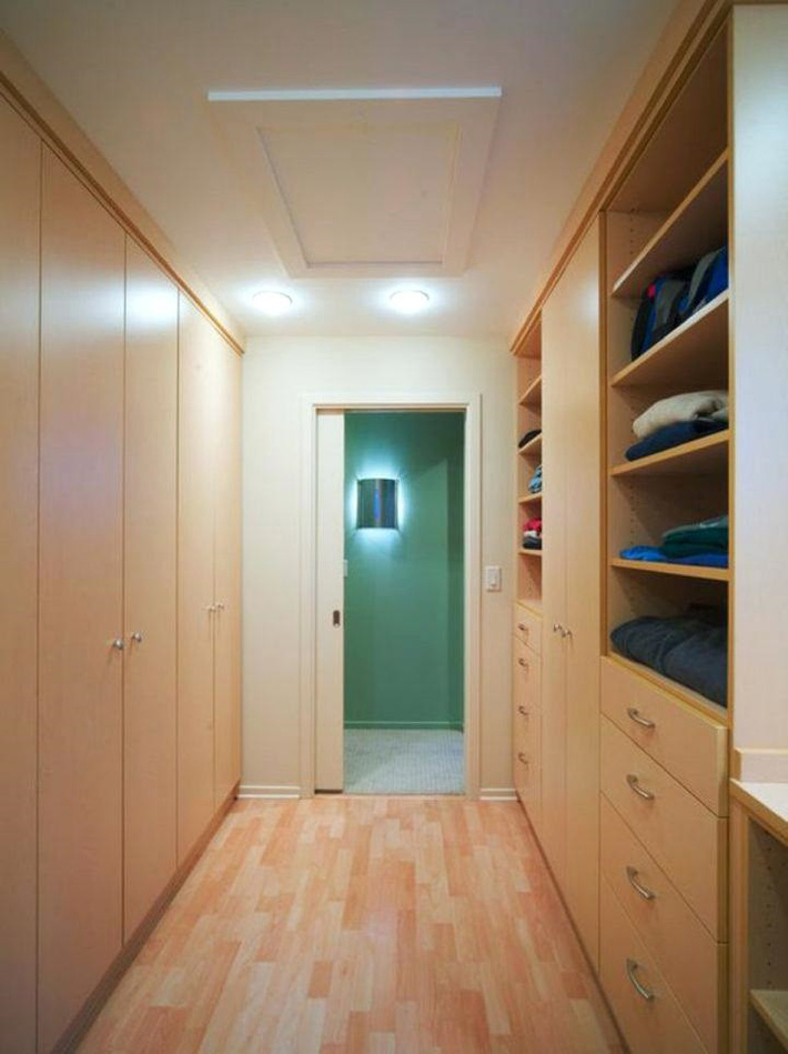 4 bí kíp giúp sắp xếp tủ quần áo để tránh phát sinh ẩm mốc những ngày hè nóng nực - Ảnh 2.