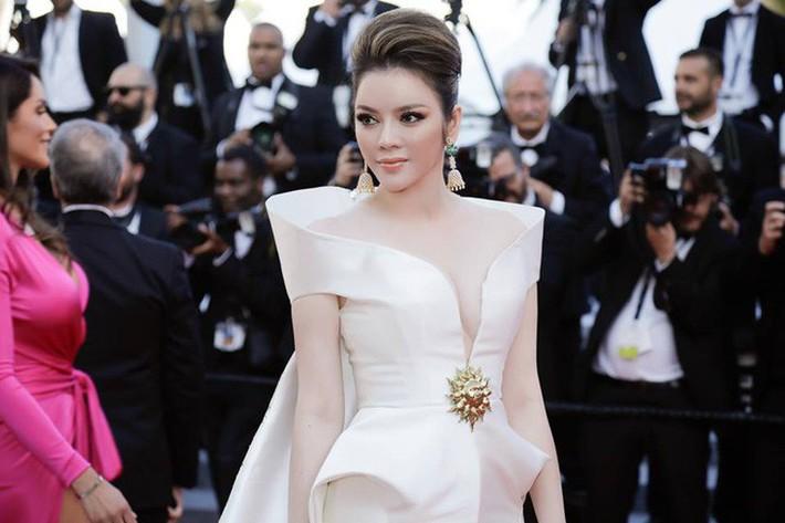 Giữa ồn ào đạo nhái, NTK Lê Thanh Hòa từng có 2 siêu phẩm giúp Lý Nhã Kỳ tạo hiệu ứng thảm đỏ tại 2 mùa Cannes liên tiếp - Ảnh 7.