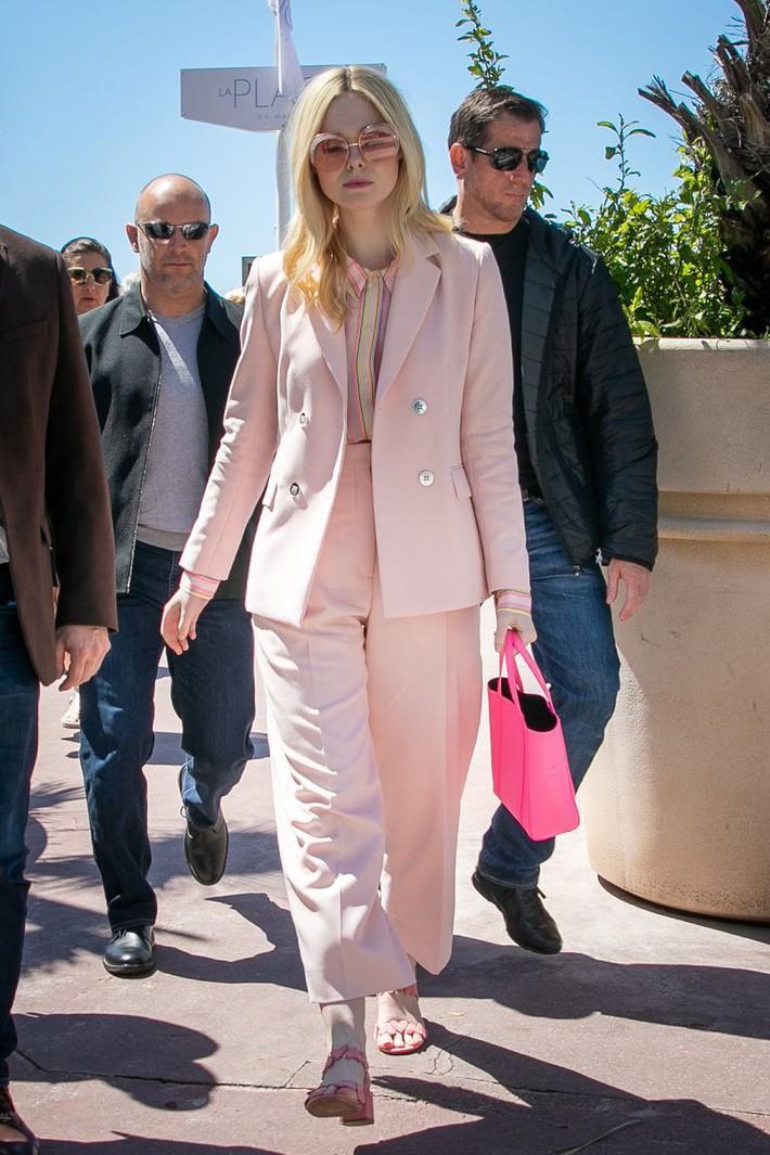 Elle Fanning tiết lộ bị ngất xỉu khi xiết mình trong chiếc váy của Prada, sự việc chính là lời cảnh tỉnh cho nhiều chị em! - Ảnh 10.