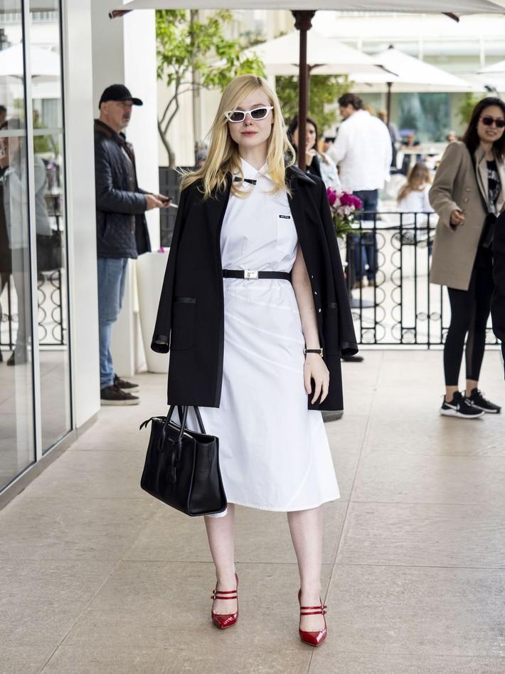 Elle Fanning tiết lộ bị ngất xỉu khi xiết mình trong chiếc váy của Prada, sự việc chính là lời cảnh tỉnh cho nhiều chị em! - Ảnh 13.