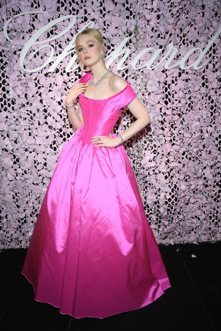Elle Fanning tiết lộ bị ngất xỉu khi xiết mình trong chiếc váy của Prada, sự việc chính là lời cảnh tỉnh cho nhiều chị em! - Ảnh 8.