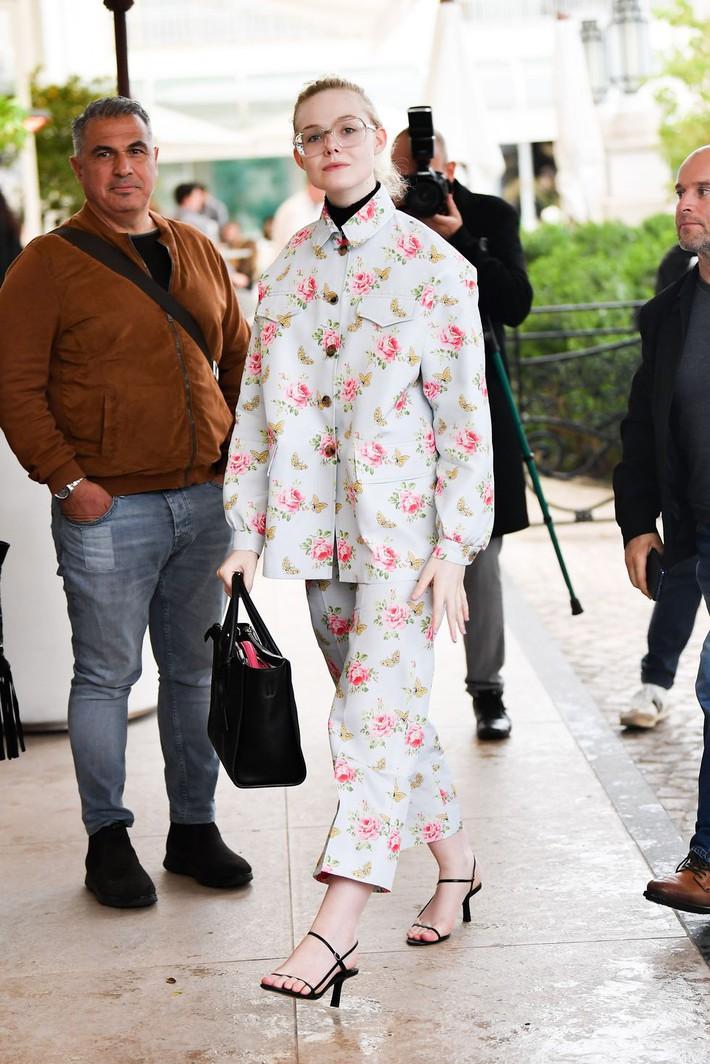 Elle Fanning tiết lộ bị ngất xỉu khi xiết mình trong chiếc váy của Prada, sự việc chính là lời cảnh tỉnh cho nhiều chị em! - Ảnh 14.