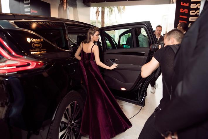 """Lý Nhã Kỳ khẳng định: """"Lựa chọn trang phục ở Cannes là cách nhận biết ngôi sao và khán giả vô danh"""" - Ảnh 3."""
