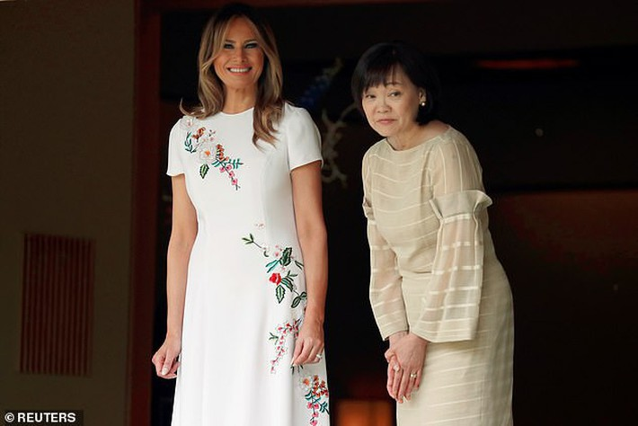 Bà Melania Trump diện đầm trăm triệu thời thượng, đối lập hoàn toàn với Hoàng hậu Masako và Đệ nhất phu nhân Aki Abe - Ảnh 6.