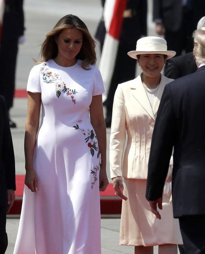 Bà Melania Trump diện đầm trăm triệu thời thượng, đối lập hoàn toàn với Hoàng hậu Masako và Đệ nhất phu nhân Aki Abe - Ảnh 3.