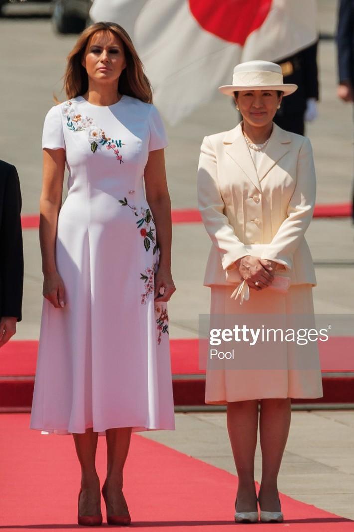 Bà Melania Trump diện đầm trăm triệu thời thượng, đối lập hoàn toàn với Hoàng hậu Masako và Đệ nhất phu nhân Aki Abe - Ảnh 4.