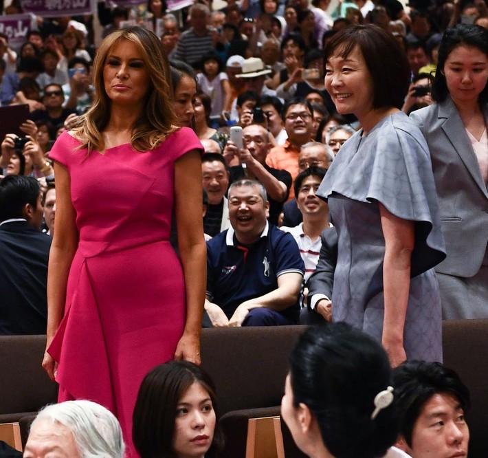 Bà Melania Trump đang cố học theo phong cách Hoàng gia của công nương Kate và Meghan khi tới Nhật Bản? - Ảnh 7.