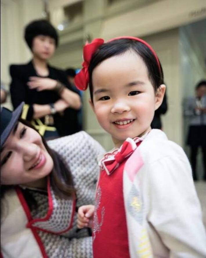 Con gái Huỳnh Dịch bộc lộ tài năng người mẫu sớm, mới 7 tuổi đã chinh chiến khắp các show thời trang - Ảnh 3.