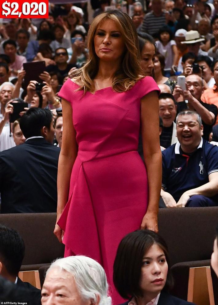 Bà Melania Trump chi gần nửa tỷ đồng trang phục cho chuyến thăm Nhật Bản 4 ngày, biến hóa từ sành điệu đến quý phái - Ảnh 4.