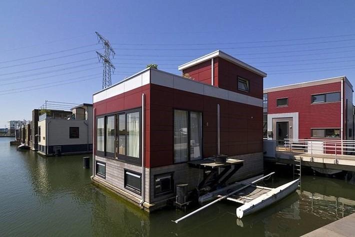 Chiêm ngưỡng cả trăm ngôi nhà được xây nổi trên mặt nước: Một quần thể kiến trúc đáng tự hào của thủ đô Amsterdam - Ảnh 4.
