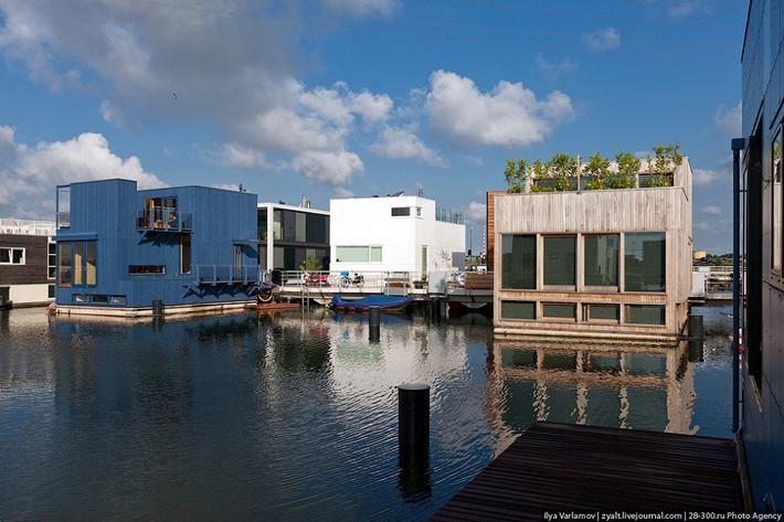 Chiêm ngưỡng cả trăm ngôi nhà được xây nổi trên mặt nước: Một quần thể kiến trúc đáng tự hào của thủ đô Amsterdam - Ảnh 7.