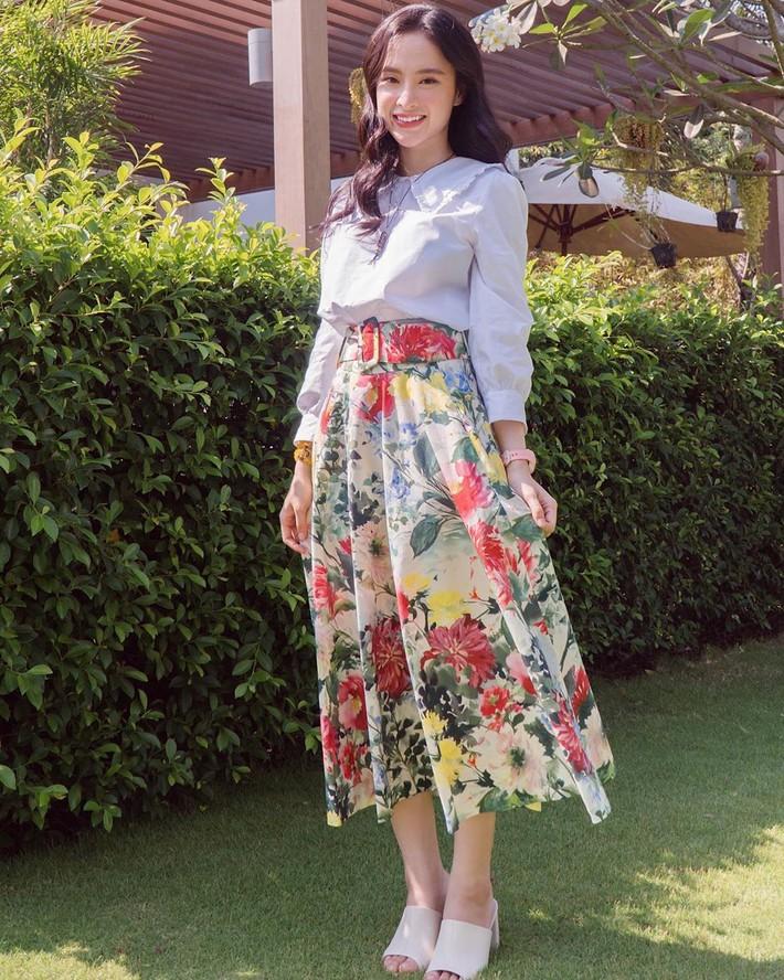 Sau màn xuyên thấu táo bạo, Ngọc Trinh xuống phố với áo phông đọ sắc với bà bầu xinh xắn Diệp Lâm Anh trong street style tuần này - Ảnh 17.