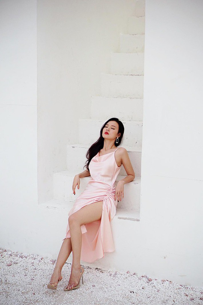 Midu quả là khéo mặc: Một chiếc váy diện đến 6 màu, mix đủ kiểu mà chẳng kiểu nào nhàm - Ảnh 2.