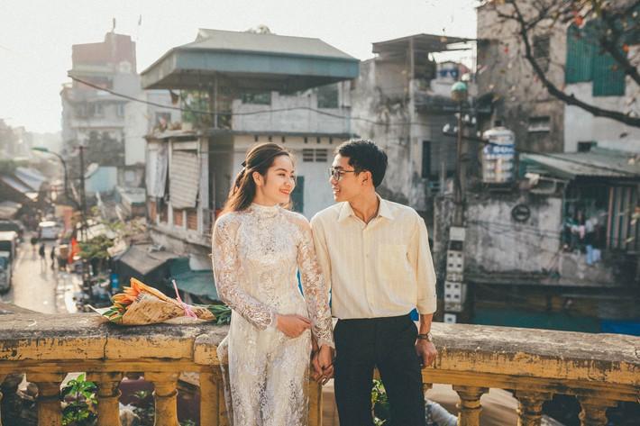 Cặp đôi mượn quần áo bố mẹ ra khu tập thể cũ chụp bộ ảnh cưới theo style thời bao cấp trong trẻo và bình yên quá đỗi - Ảnh 9.