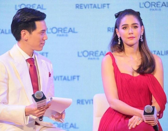 """""""Mỹ nhân đẹp nhất Thái Lan"""" Chompoo Araya ngọt ngào như công chúa đối lập, Thái Y Lâm sexy hết nấc khi diện chung váy - Ảnh 3."""
