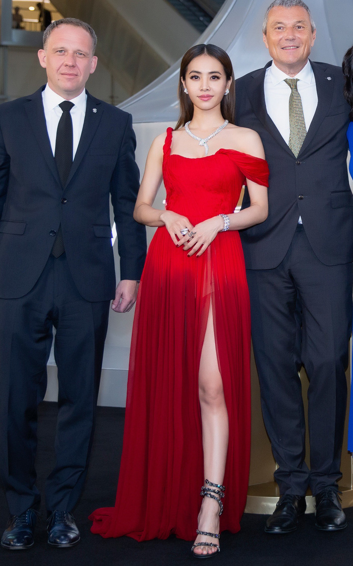 """""""Mỹ nhân đẹp nhất Thái Lan"""" Chompoo Araya ngọt ngào như công chúa đối lập, Thái Y Lâm sexy hết nấc khi diện chung váy - Ảnh 5."""