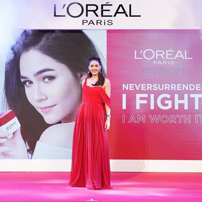 """""""Mỹ nhân đẹp nhất Thái Lan"""" Chompoo Araya ngọt ngào như công chúa đối lập, Thái Y Lâm sexy hết nấc khi diện chung váy - Ảnh 2."""