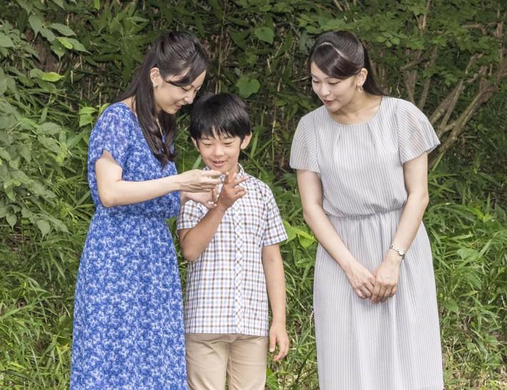 Quy tắc ngầm 3 không trong trang phục của công chúa hoàng tử gia đình Nhật Hoàng: Nghiêm ngặt hơn cả Hoàng gia Anh - Ảnh 5.