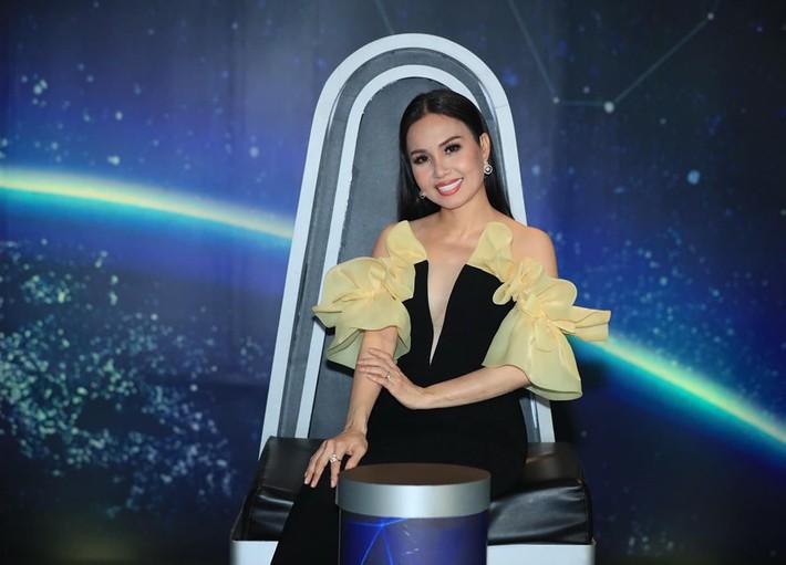 """Một bộ đầm - hai số phận: Đụng hàng của Angela Phương Trinh, HH Hương Giang mặc """"sai lè"""" mà chẳng hề hay biết - Ảnh 6."""