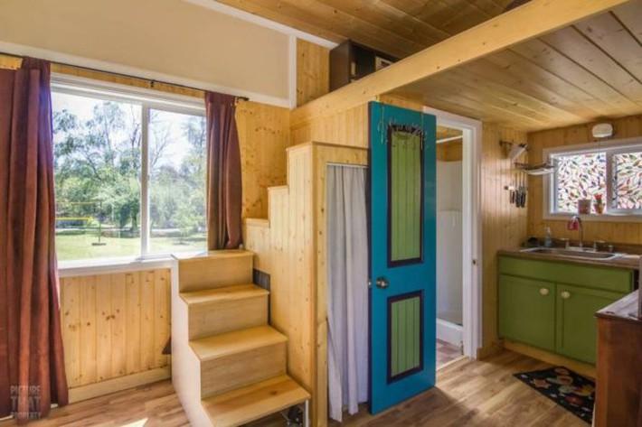 Bất ngờ với nhà gỗ mini đủ đầy các chức năng cho cuộc sống thường ngày - Ảnh 2.