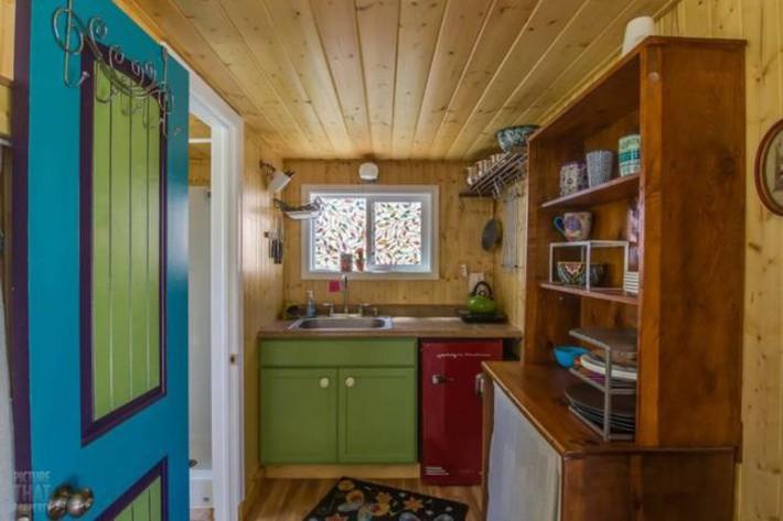 Bất ngờ với nhà gỗ mini đủ đầy các chức năng cho cuộc sống thường ngày - Ảnh 4.