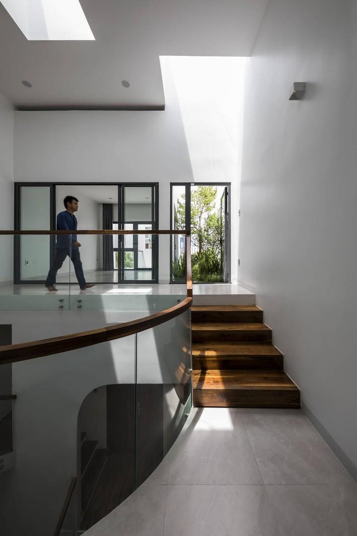 Ngôi nhà hướng Tây vừa độc đáo vừa mát mẻ nhờ thiết kế lệch tầng ở quận 2, Sài Gòn - Ảnh 13.