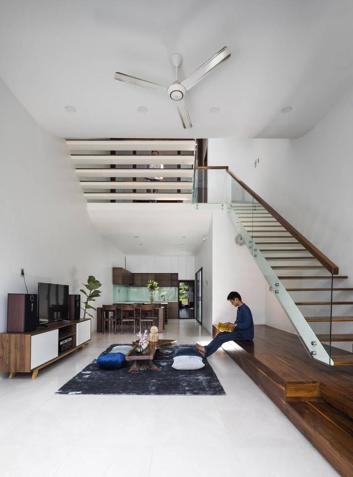 Ngôi nhà hướng Tây vừa độc đáo vừa mát mẻ nhờ thiết kế lệch tầng ở quận 2, Sài Gòn - Ảnh 6.