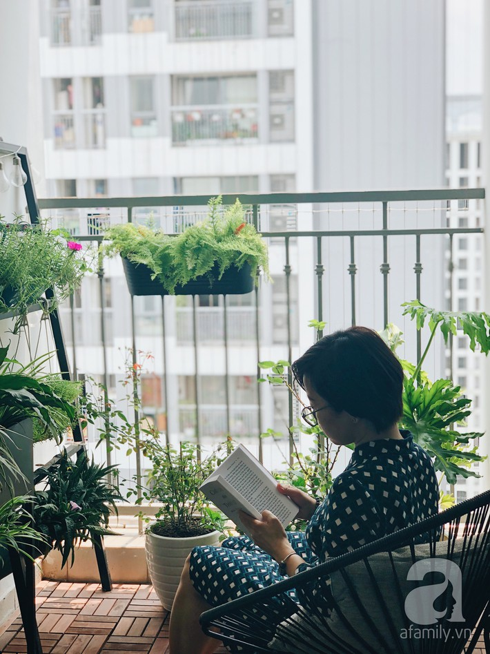 """Ngắm căn hộ 72m² của cặp vợ chồng Hà Nội đam mê triết lý giản tiện từ """"Nữ hoàng dọn dẹp"""" Marie Kondo - Ảnh 1."""