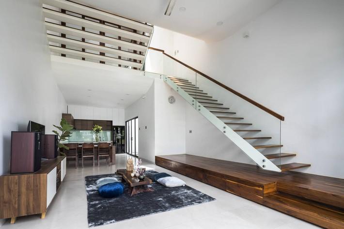 Ngôi nhà hướng Tây vừa độc đáo vừa mát mẻ nhờ thiết kế lệch tầng ở quận 2, Sài Gòn - Ảnh 5.