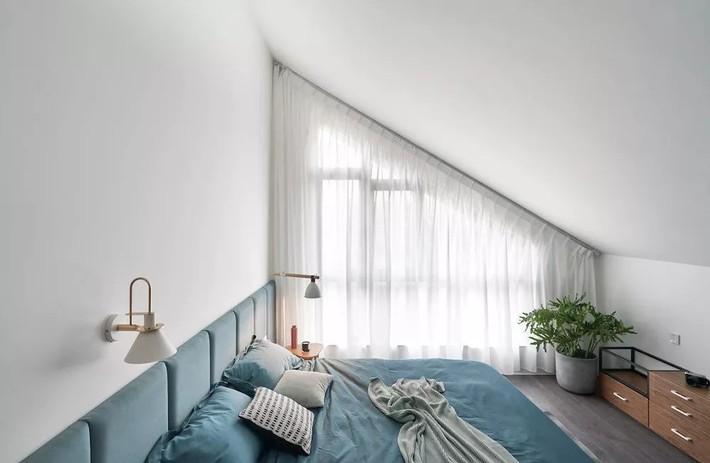Cặp vợ chồng trẻ nới rộng căn hộ áp mái 85m2 thành không gian 115m2 sau cải tạo ai nhìn cũng mê - Ảnh 17.