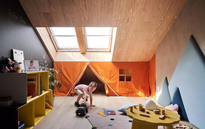 Cặp vợ chồng trẻ nới rộng căn hộ áp mái 85m2 thành không gian 115m2 sau cải tạo ai nhìn cũng mê - Ảnh 16.
