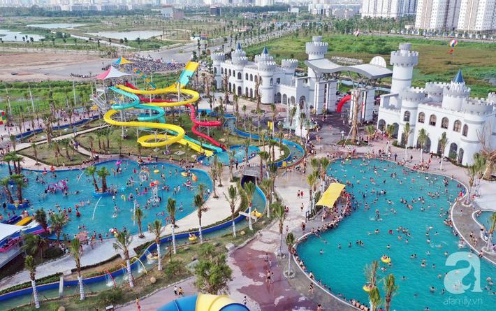 Những hình ảnh tuyệt đẹp trong công viên nước khổng lồ mới ở ngoại thành Hà Nội, thu hút các gia đình dịp hè này - Ảnh 2.