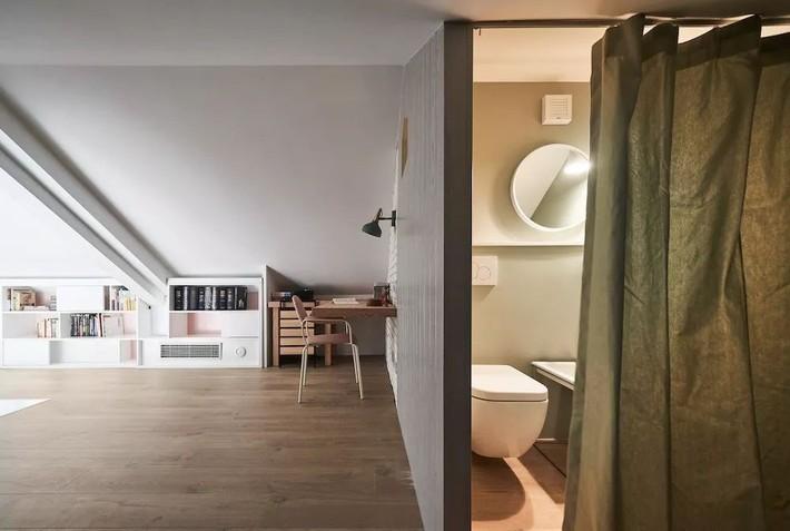 Cặp vợ chồng trẻ nới rộng căn hộ áp mái 85m2 thành không gian 115m2 sau cải tạo ai nhìn cũng mê - Ảnh 13.
