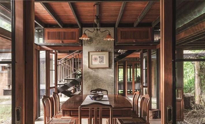 Ngôi nhà gỗ bất chấp nắng nóng, chỉ có gió mát và ánh sáng ngập tràn giữa rừng cây xanh - Ảnh 12.