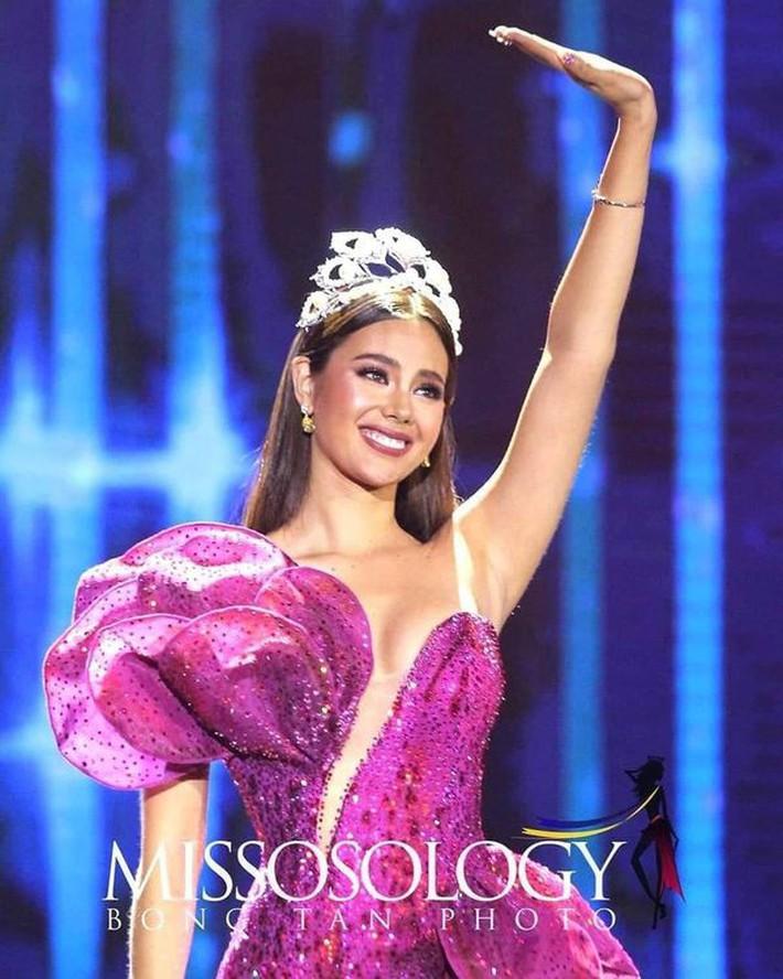 Hoa hậu Catriona Gray đội vương miệng fake trong đêm chung kết HH Hoàn vũ Philippines với lý do dở khóc dở cười - Ảnh 4.