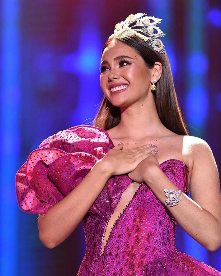 Hoa hậu Catriona Gray đội vương miệng fake trong đêm chung kết HH Hoàn vũ Philippines với lý do dở khóc dở cười - Ảnh 7.