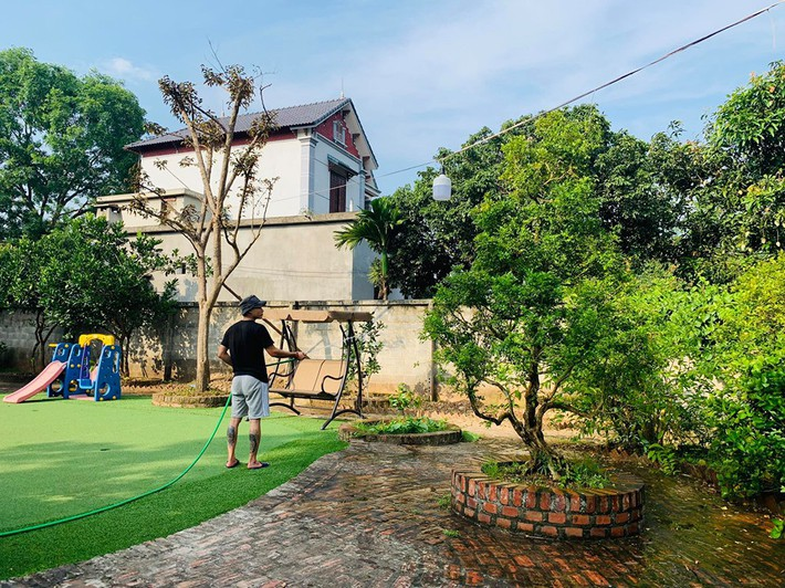 Khu vườn mùa hè đầy ắp sấu, xoài, mít và rực rỡ sắc hoa của diễn viên Hồng Đăng - Ảnh 7.