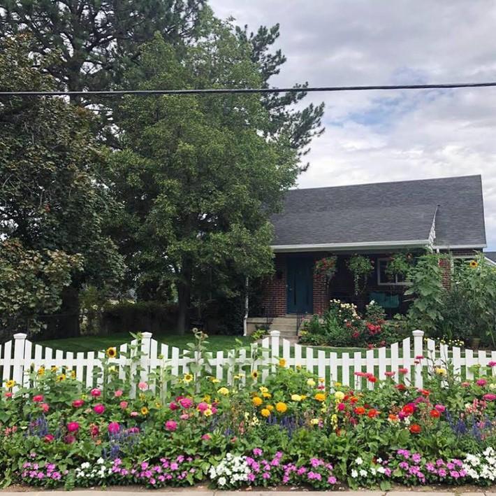Cuộc sống đẹp như cổ tích của cặp vợ chồng cùng 4 con trai bên mảnh vườn đầy hoa và rau đẹp như cổ tích - Ảnh 22.