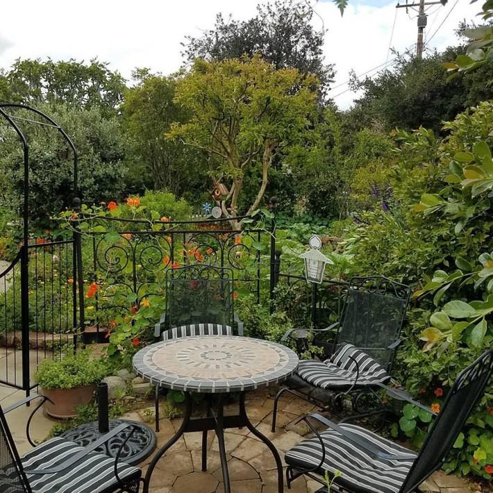 Gia đình nhiều thế hệ chung sống hạnh phúc bên ngôi nhà yên bình cùng mảnh vườn trồng rau quả sạch rộng 4000m2 - Ảnh 18.