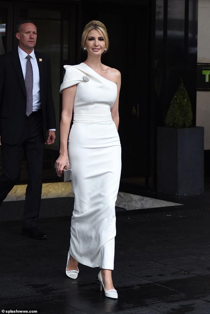 Lấn át cả công nương Kate, xa xỉ không thua gì phu nhân Melania Trump, ái nữ nhà Trump khiến cả thế giới hết lời khen ngợi trước gu thời trang tinh tế của mình - Ảnh 4.