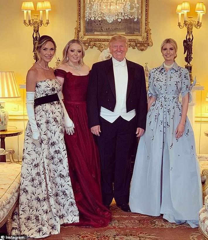 Lấn át cả công nương Kate, xa xỉ không thua gì phu nhân Melania Trump, ái nữ nhà Trump khiến cả thế giới hết lời khen ngợi trước gu thời trang tinh tế của mình - Ảnh 9.