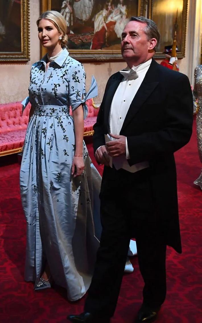 Lấn át cả công nương Kate, xa xỉ không thua gì phu nhân Melania Trump, ái nữ nhà Trump khiến cả thế giới hết lời khen ngợi trước gu thời trang tinh tế của mình - Ảnh 7.
