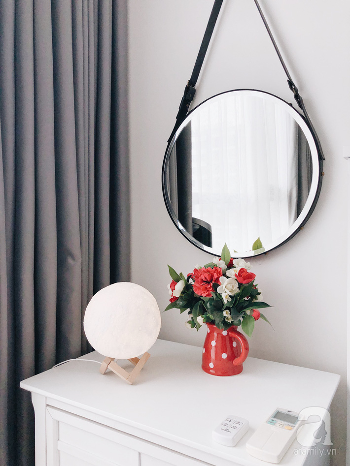 """Ngắm căn hộ 72m2 của cặp vợ chồng đam mê triết lý giản tiện từ """"Nữ hoàng dọn dẹp"""" Marie Kondo - Ảnh 18."""