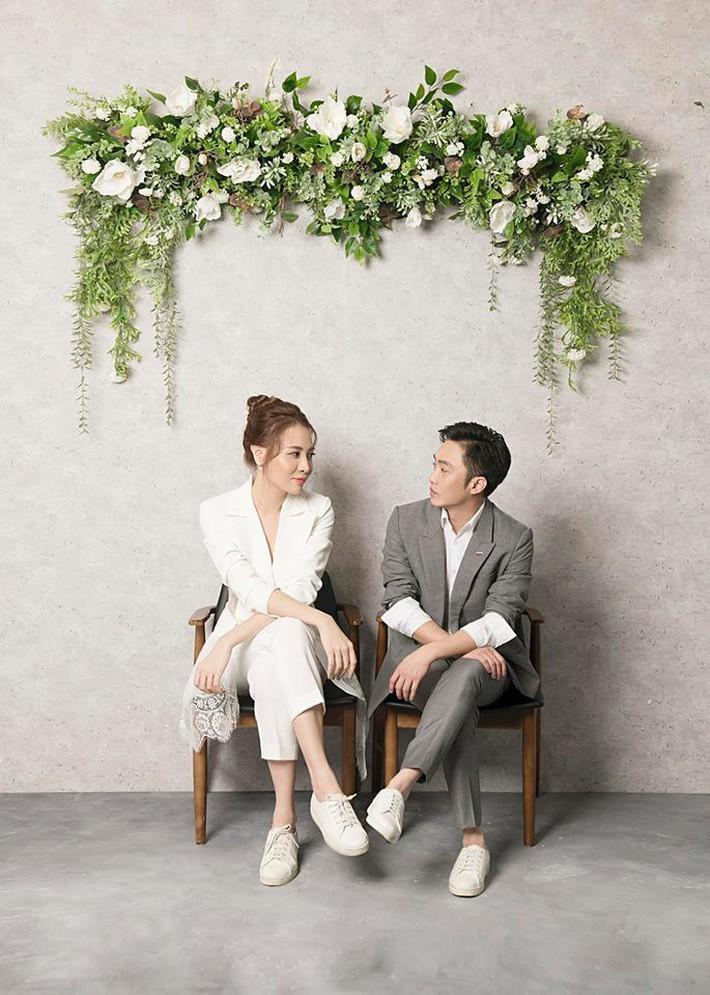 """So kè váy cưới của 3 mỹ nhân Vbiz sắp """"về nhà chồng"""": Phí Linh nền nã, Phương Mai sexy nhưng bất ngờ nhất là Đàm Thu Trang - Ảnh 5."""