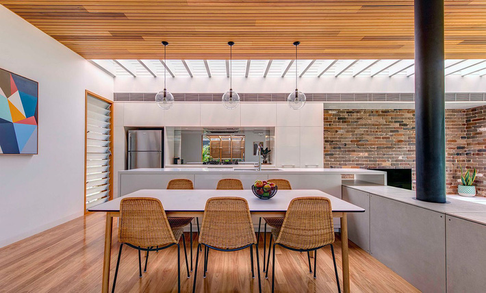 Skylight-brings-plenty-of-natural-task-lighting-into-the-kitchen