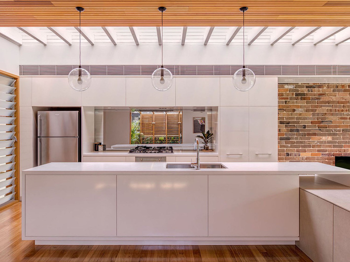 White-wood-and-brick-kitchen-of-the-contemporary-home