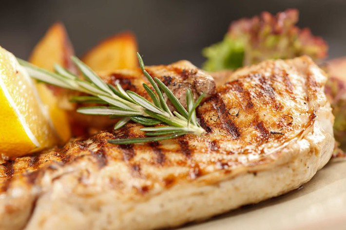 01_Chicken_Foods-That-Naturally-Boost-Collagen-for-Skin-That-Looks-Years-Younger_102851333_Shebeko-760x506