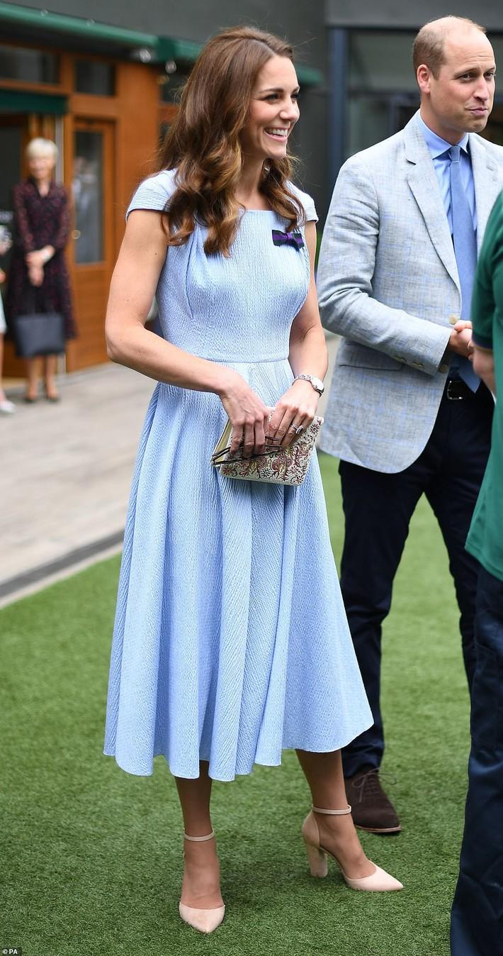 Công nương Kate khéo chứng minh hạnh phúc với chồng bằng việc diện đồ đôi cực tình cảm - Ảnh 2.